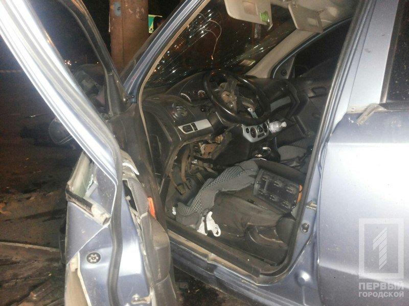 """В Кривом Роге столкнулись две иномарки - из разбитого вдребезги """"Chevrolet"""" водителя доставали спасатели (ФОТО), фото-3"""
