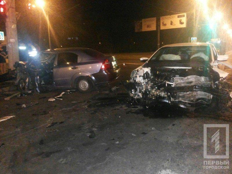 """В Кривом Роге столкнулись две иномарки - из разбитого вдребезги """"Chevrolet"""" водителя доставали спасатели (ФОТО), фото-7"""