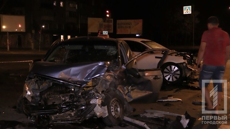 """В Кривом Роге столкнулись две иномарки - из разбитого вдребезги """"Chevrolet"""" водителя доставали спасатели (ФОТО), фото-1"""