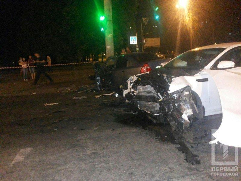 """В Кривом Роге столкнулись две иномарки - из разбитого вдребезги """"Chevrolet"""" водителя доставали спасатели (ФОТО), фото-9"""
