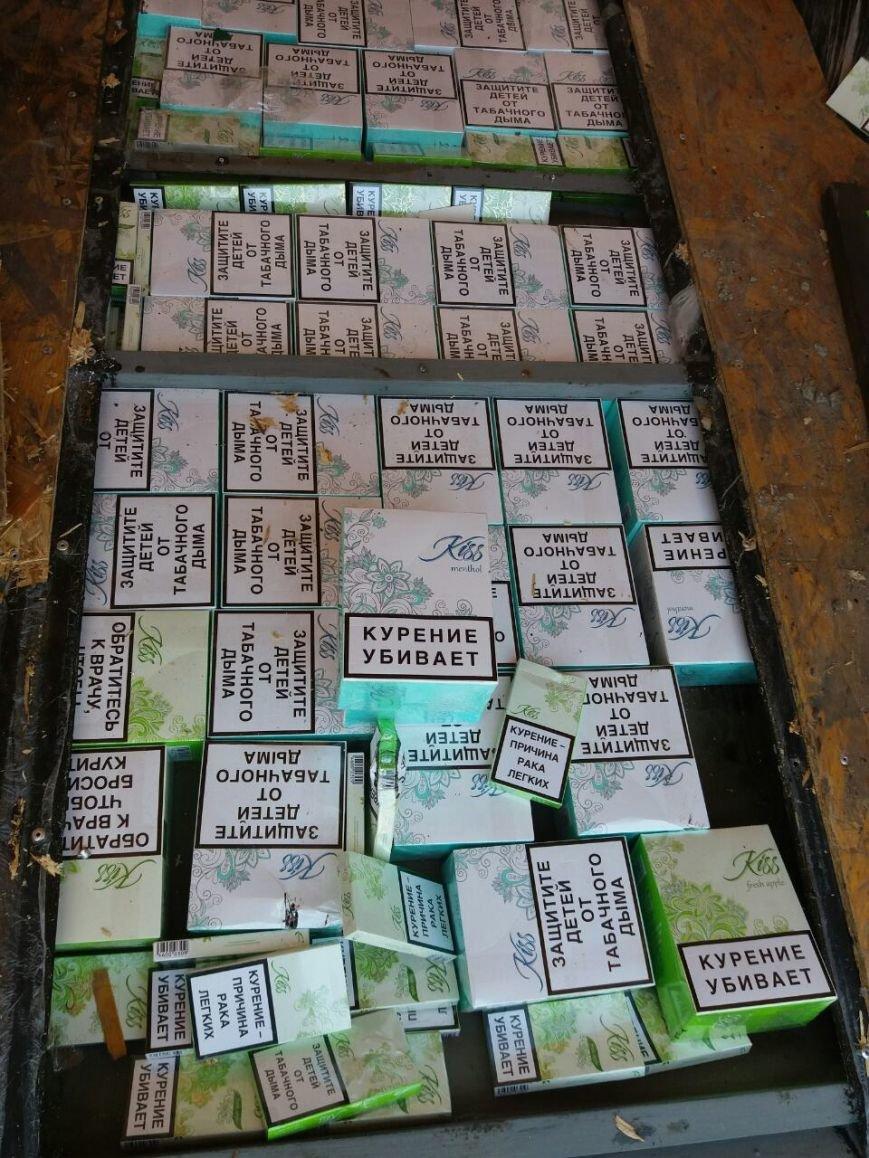 Дончанин пытался провезти в Мариуполь 125 блоков сигарет (ФОТО, ВИДЕО), фото-3