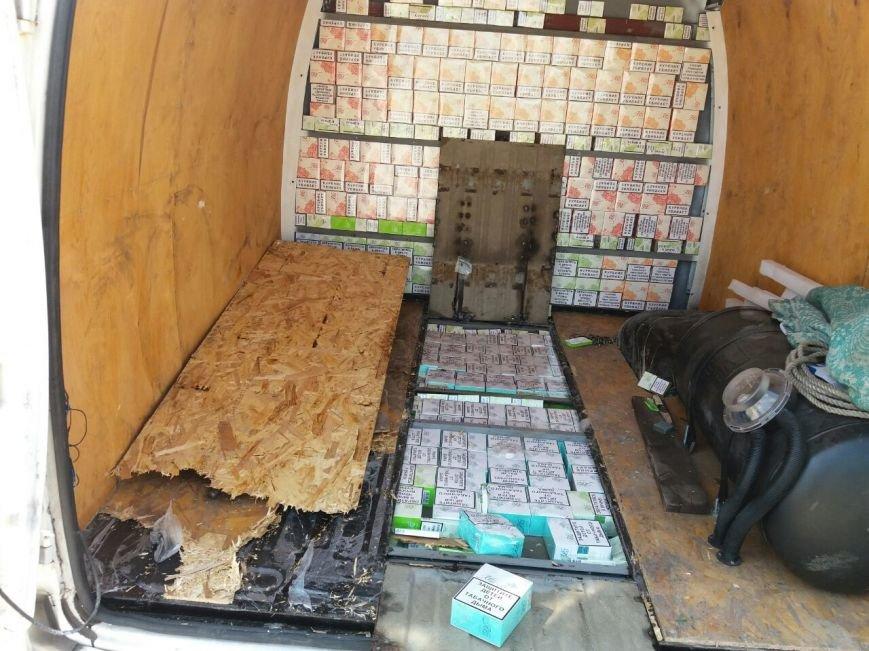 Дончанин пытался провезти в Мариуполь 125 блоков сигарет (ФОТО, ВИДЕО), фото-2