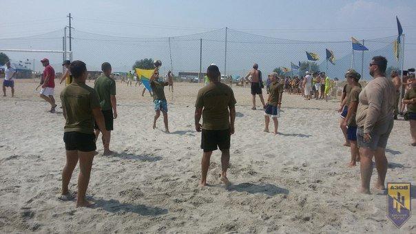 В память о погибшем бойце полка «Азов» из Бердянска его побратимы провели турнир по пляжному футболу, фото-7