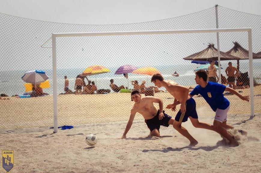 В память о погибшем бойце полка «Азов» из Бердянска его побратимы провели турнир по пляжному футболу, фото-5