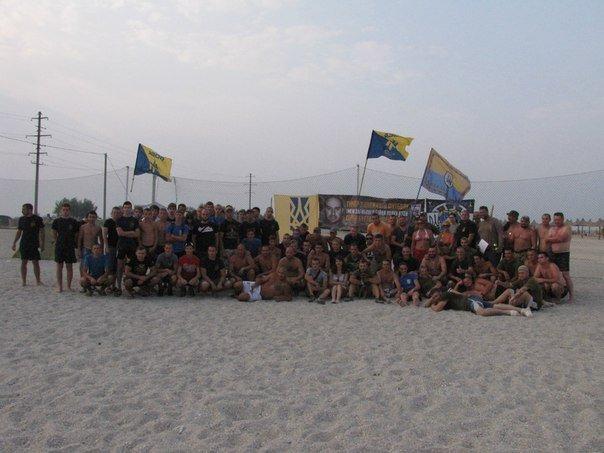 В память о погибшем бойце полка «Азов» из Бердянска его побратимы провели турнир по пляжному футболу, фото-9