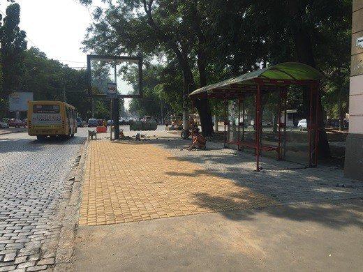 На Итальянском бульваре ремонтируют тротуар: что в этом особенного (ФОТО), фото-1