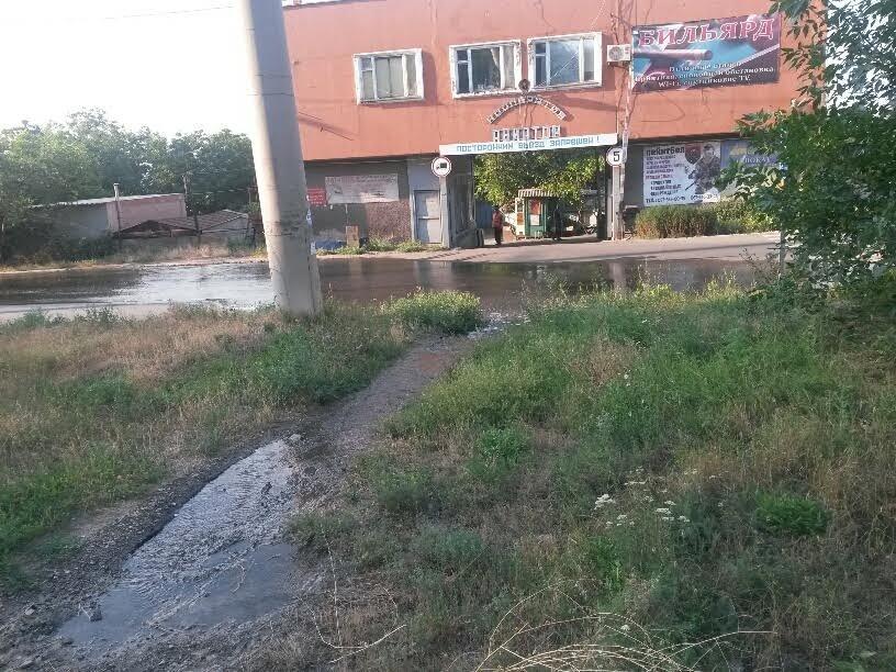 В Мариуполе питьевая вода затопила улицу (ФОТО), фото-3