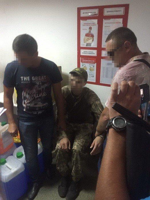 СБУ задержала в Бахмуте полицейского за вымогательство денег у военнослужащего, фото-2