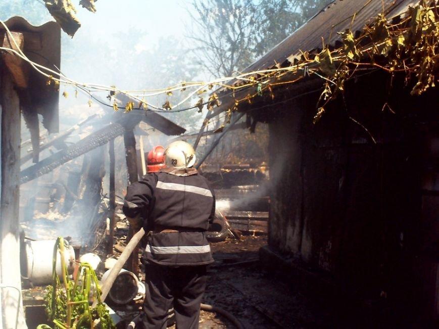 На Кировоградщине горел гараж и автомобиль, фото-1