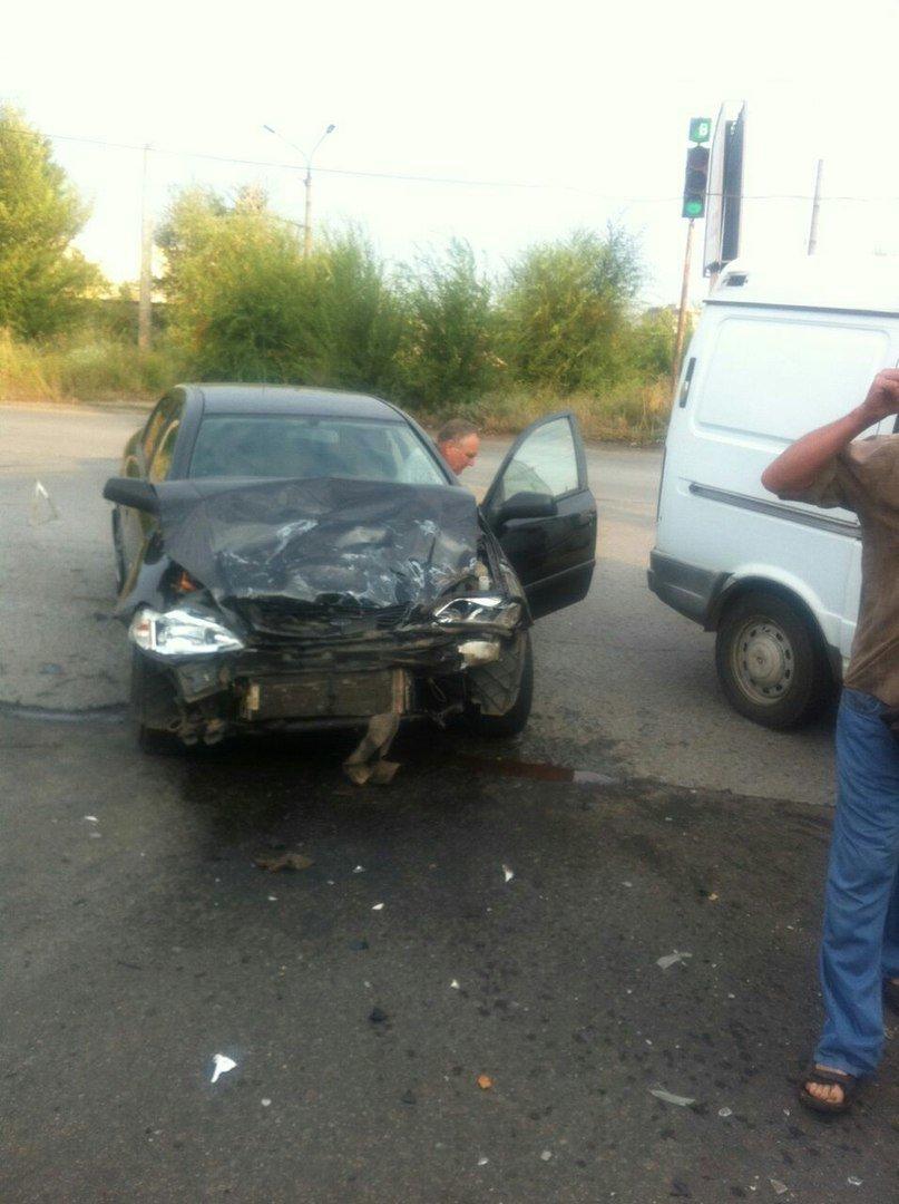 Тройное ДТП в Кривом Роге: Жизнь водителю иномарки спасла подушка безопасности, фото-3