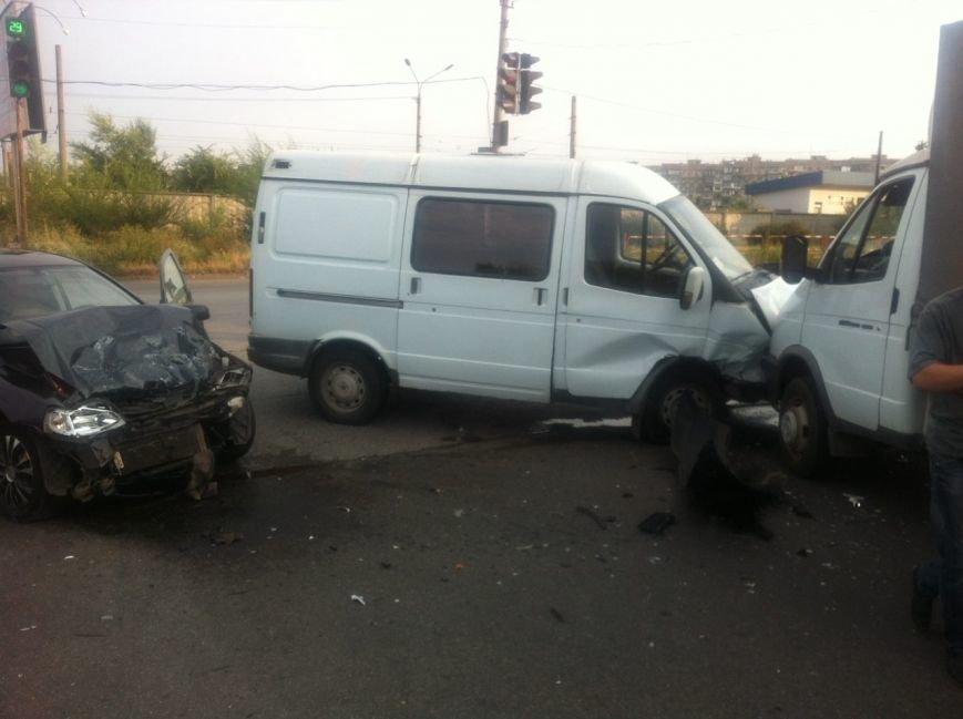 Тройное ДТП в Кривом Роге: Жизнь водителю иномарки спасла подушка безопасности, фото-1