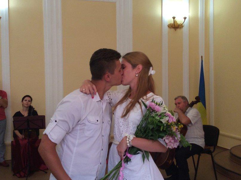 Мариуполь превратился в Лас-Вегас: состоялась самая массовая и скорая свадьба года (ФОТО+ВИДЕО), фото-13