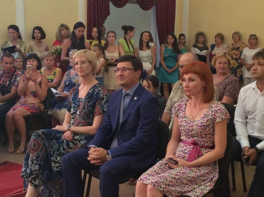 Мариуполь превратился в Лас-Вегас: состоялась самая массовая и скорая свадьба года (ФОТО+ВИДЕО), фото-10