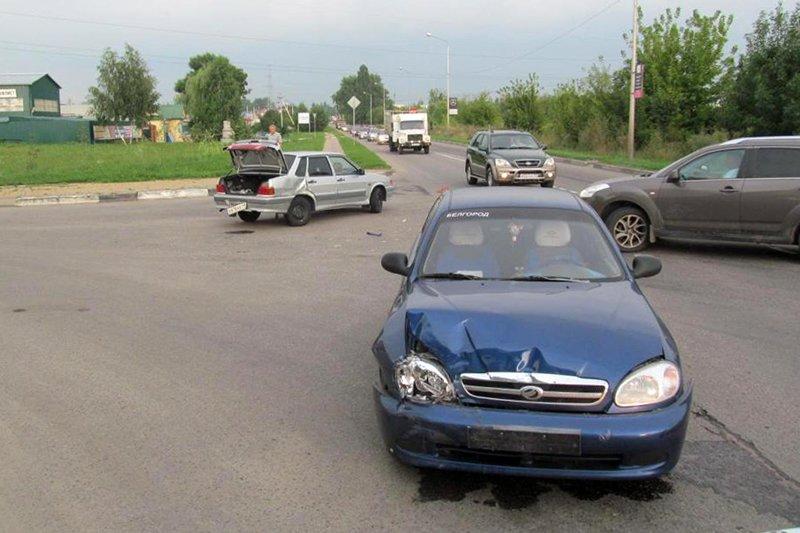 В Белгороде такси протаранило трактор, фото-1