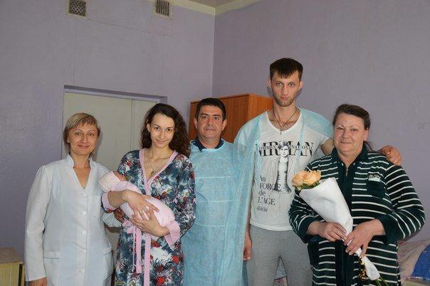 Семья Пономаренко и новорожденная Мира