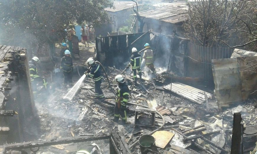 В Мариуполе на пожаре в бараке пострадал 55-летний местный житель  (ФОТО), фото-1