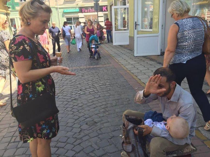 У Мукачеві чоловік використовував для милостині чужу хвору дитину: фото, фото-1