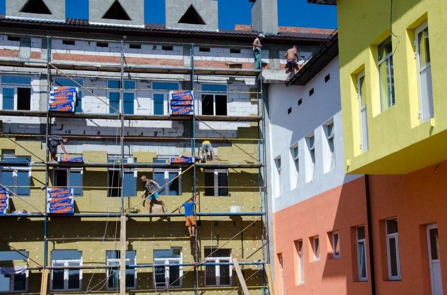 11 Над зведенням садка працюють близько 300 будівельників.