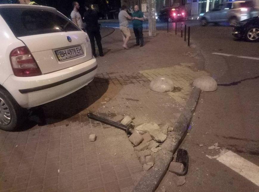 """Около одесского """"Палладиума"""" таксист устроил лобовую аварию (ФОТО), фото-2"""