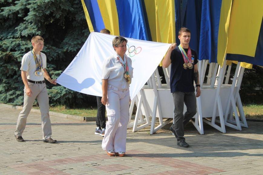 В Бахмуте подняли Олимпийский флаг (ФОТО), фото-3