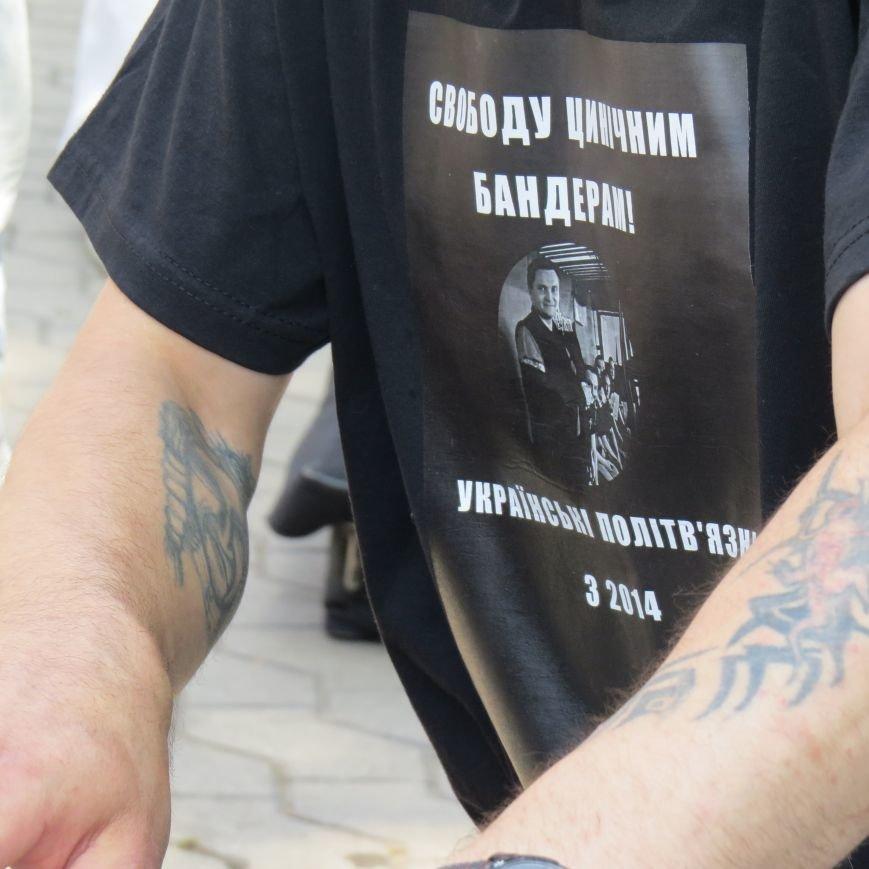 В Мариуполе знаменитый пианист-экстремист музыкой защищал обвиняемых в убийстве сотрудника СБУ, фото-1