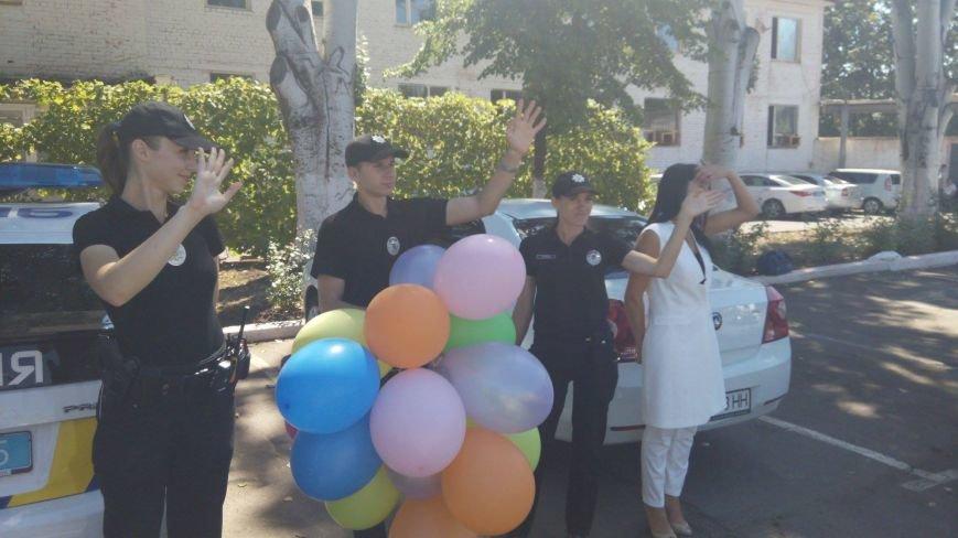 Профессиональный праздник патрульные полицейские Кривого Рога отметили в компании детей (ФОТО), фото-13