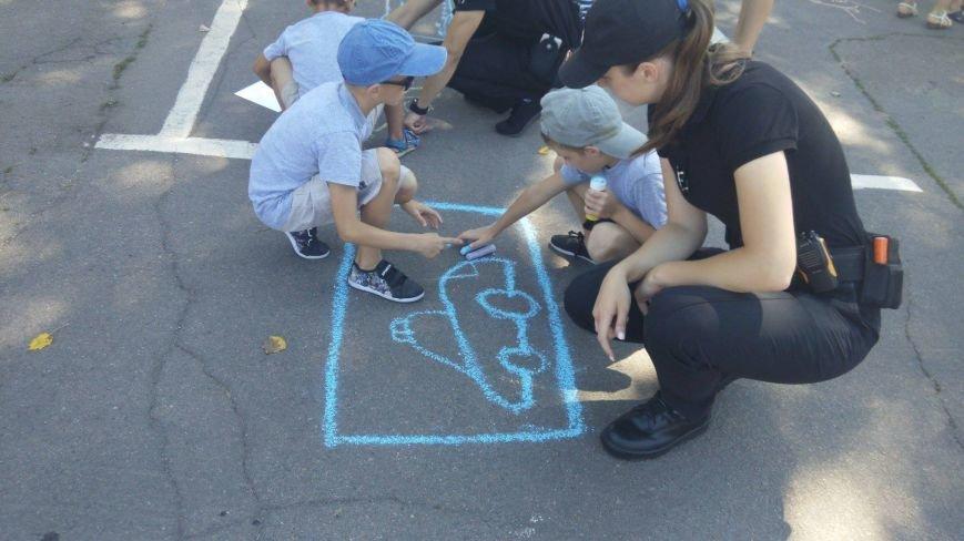 Профессиональный праздник патрульные полицейские Кривого Рога отметили в компании детей (ФОТО), фото-8