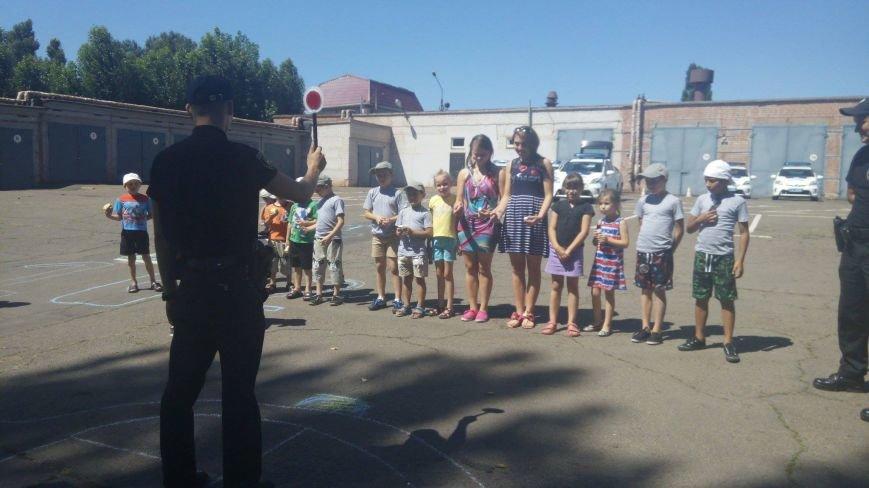 Профессиональный праздник патрульные полицейские Кривого Рога отметили в компании детей (ФОТО), фото-5