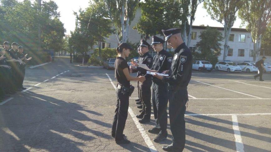 Профессиональный праздник патрульные полицейские Кривого Рога отметили в компании детей (ФОТО), фото-16
