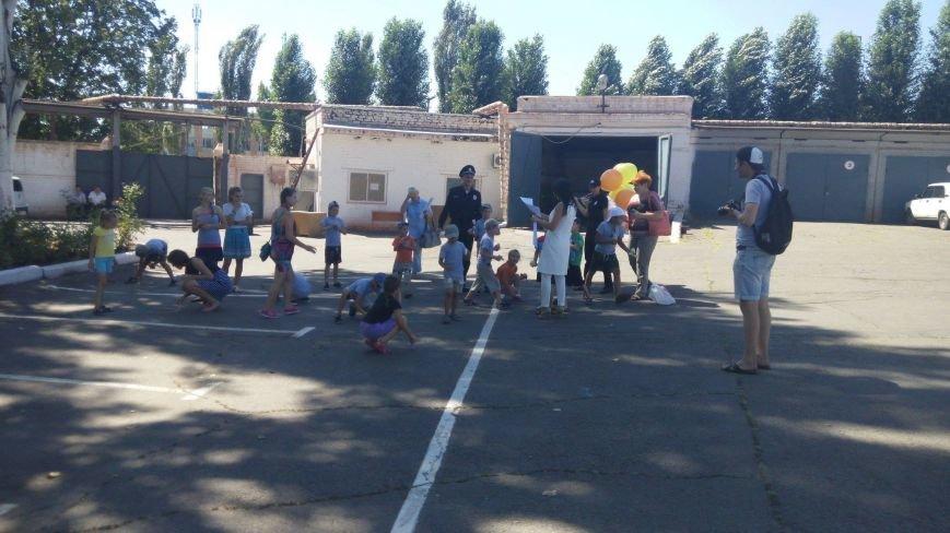 Профессиональный праздник патрульные полицейские Кривого Рога отметили в компании детей (ФОТО), фото-14