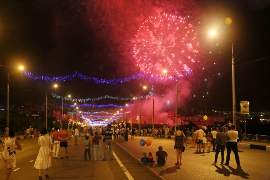 В завершении Дня города белгородцы наблюдали праздничный фейерверк, фото-2