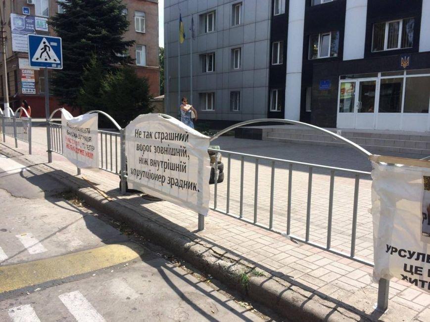 В Мариуполе под стенами областной прокуратуры больше не видно  пикетчиков и палаток (Фотофакт), фото-1