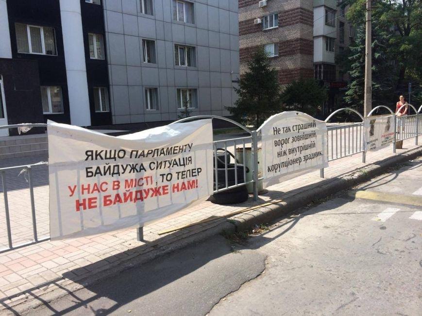 В Мариуполе под стенами областной прокуратуры больше не видно  пикетчиков и палаток (Фотофакт), фото-3