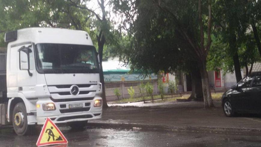 В Одессе во время урагана укладывали асфальт на дорогу (ФОТО), фото-4