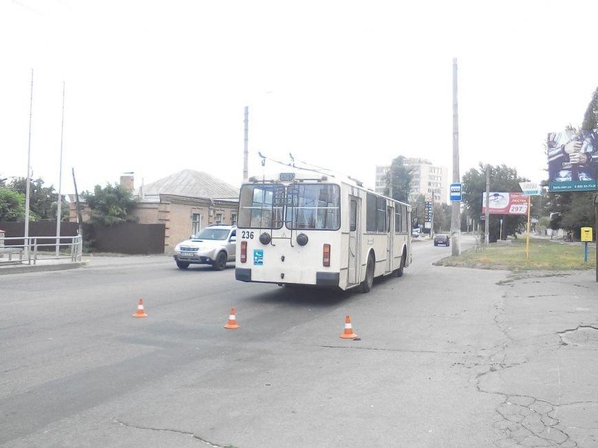 В Кропивницком троллейбус протянул по дороге опаздывающего пенсионера (ФОТО), фото-2