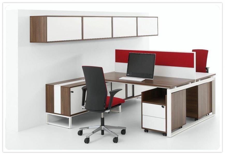 Офисная мебель на металлических опорах