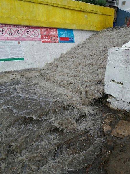 """Около одесской """"Ибицы"""" канализация поднялась фонтаном прямо в море (ФОТО, ВИДЕО), фото-4"""