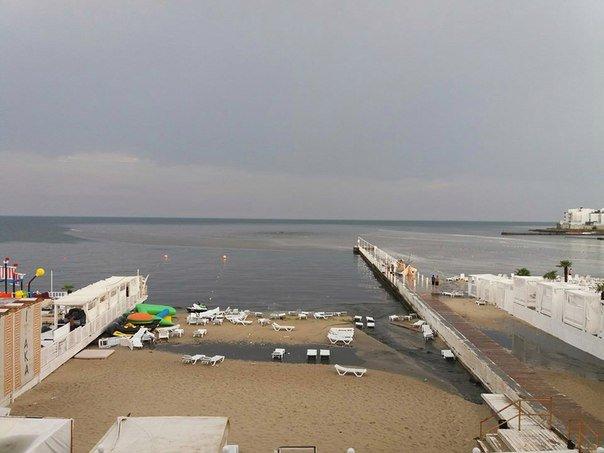 """Около одесской """"Ибицы"""" канализация поднялась фонтаном прямо в море (ФОТО, ВИДЕО), фото-3"""