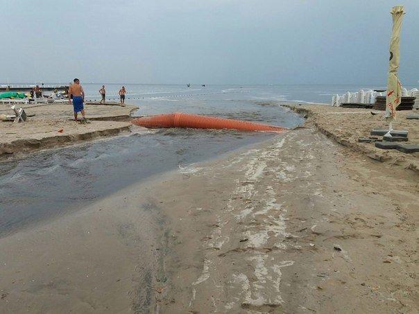 """Около одесской """"Ибицы"""" канализация поднялась фонтаном прямо в море (ФОТО, ВИДЕО), фото-5"""