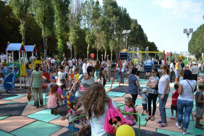 В центре Каменского открыли детскую площадку, фото-5
