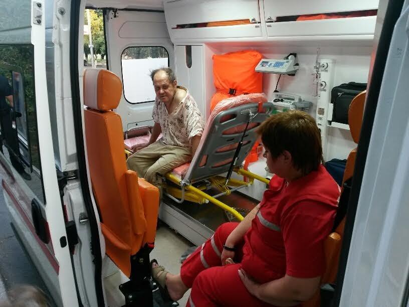 В Мариуполе копы спасали пьяного мужчину (ФОТО), фото-4