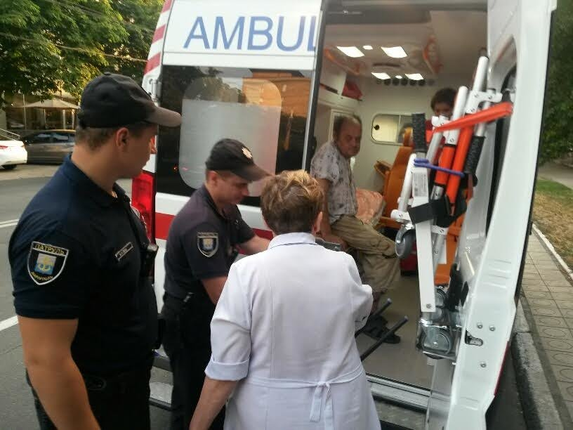 В Мариуполе копы спасали пьяного мужчину (ФОТО), фото-3