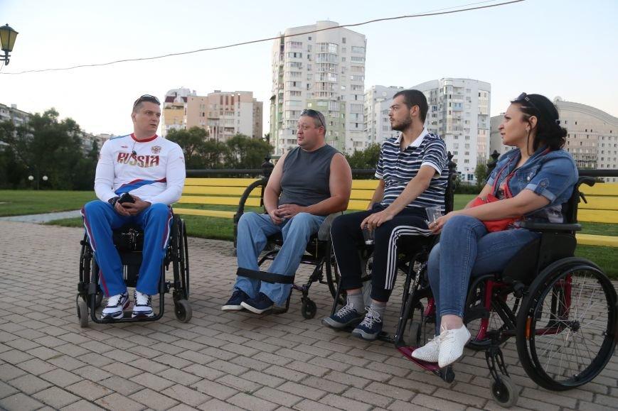 Белгородские паралимпийцы вышли на акцию в поддержку отстранённых спортсменов. Фоторепортаж, фото-1
