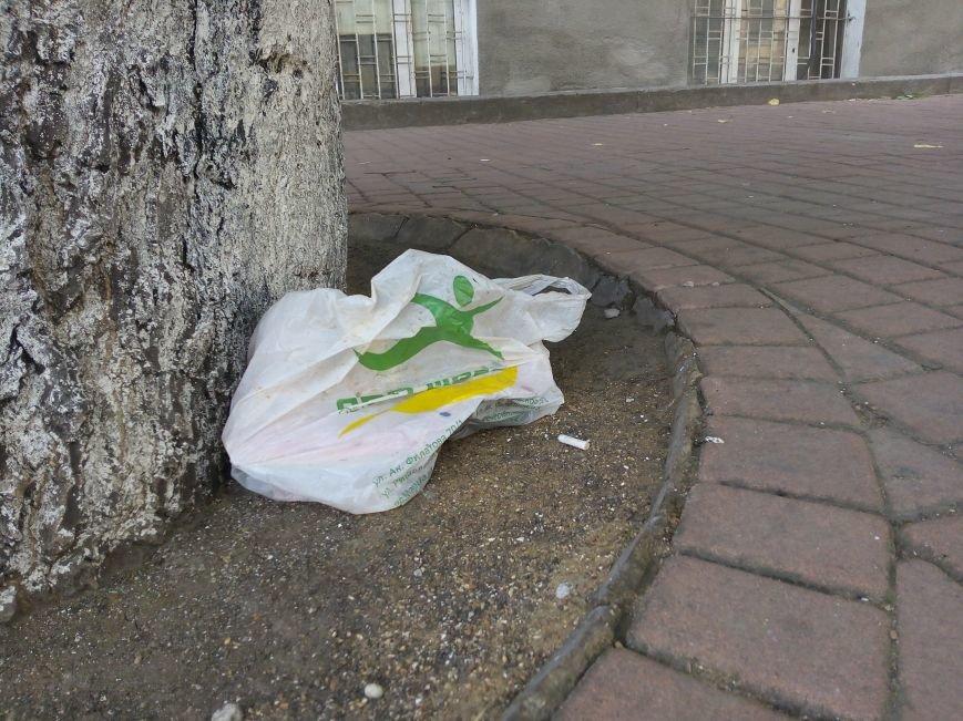 Супермаркет в центре Одессы превратил площадь в помойную яму (ФОТО), фото-5