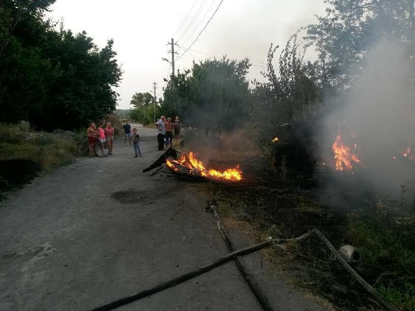 В Мариуполе пожарные спасли два дома от бушевавшего пожара (ФОТО), фото-1
