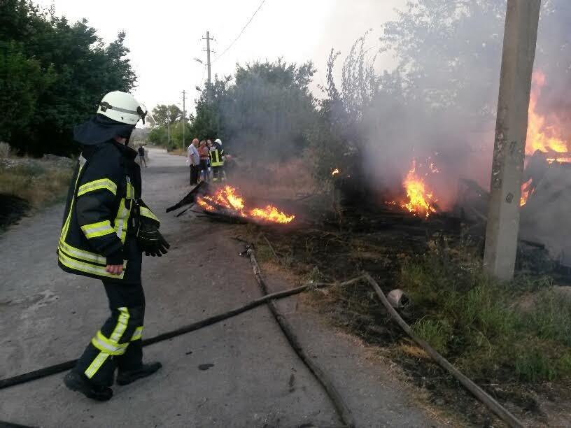 В Мариуполе пожарные спасли два дома от бушевавшего пожара (ФОТО), фото-4