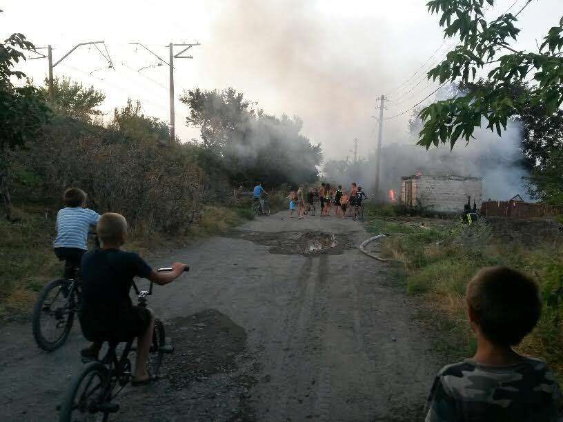 В Мариуполе пожарные спасли два дома от бушевавшего пожара (ФОТО), фото-2