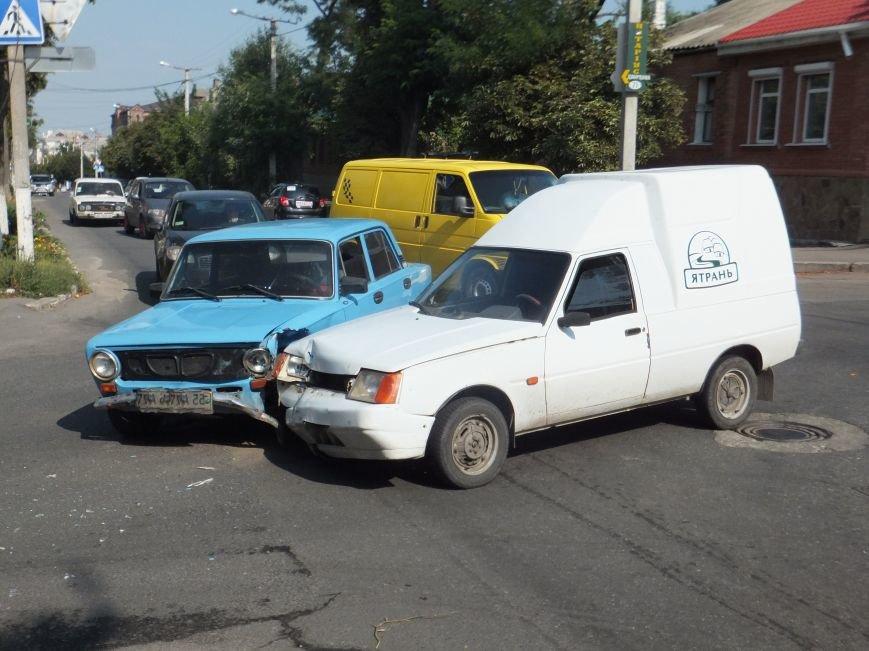 В Кропивницком на перекрестке случилось ДТП (ФОТО), фото-4