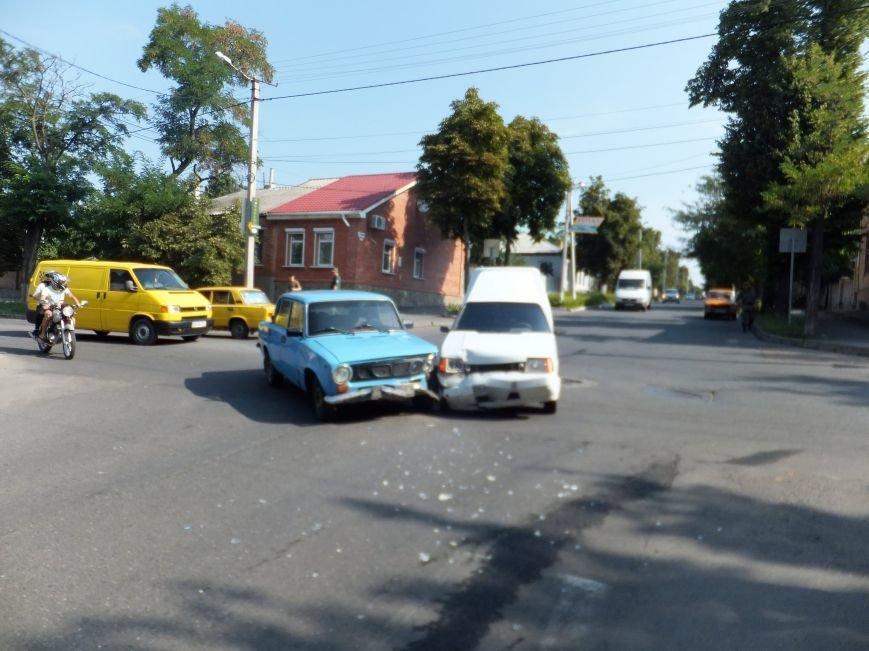 В Кропивницком на перекрестке случилось ДТП (ФОТО), фото-2