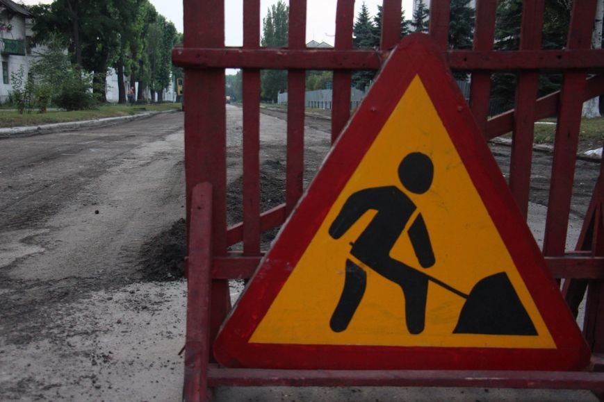Асфальт у подъездов добропольчанам придётся ремонтировать самим, фото-1